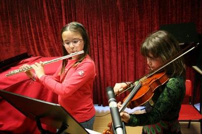 L'Escola Municipal de Música ofereix formació per a gent de totes les edats (foto: Escola Municipal de Música Pere Burés).