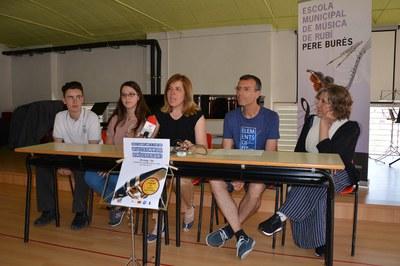 Representants de l'Escola de Música i d'ASAV han presentat el concert solidari davant dels mitjans de comunicació locals.