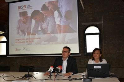 El regidor de l'Àrea de Desenvolupament Econòmic Local, Rafael Güeto, i la coordinadora de l'Àmbit de Promoció Econòmica, Olga González.