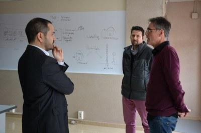 El regidor amb els responsables de Kliu Solutions a les oficines de l'empresa