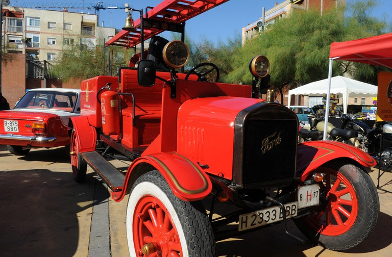 El cotxe de bombers antic de Rubí (foto: Localpres)
