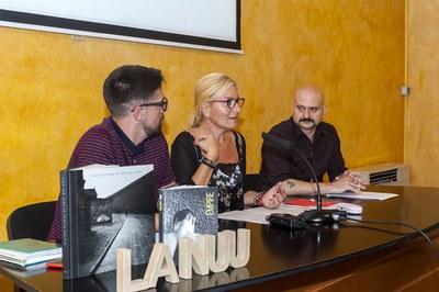 El regidor de Cultura, l'alcaldessa i el director de La Nuu (foto: Cesar Font).