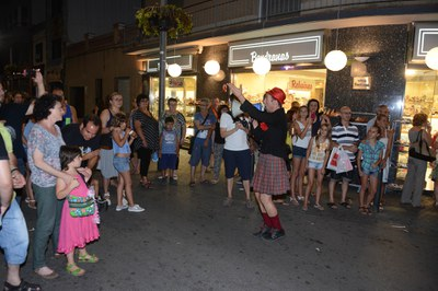 Les botigues obriran divendres fins la mitjanit (foto: Localpres).