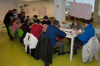 Un moment del taller celebrat aquest dimecres a la Biblioteca Municipal (foto: Localpres).