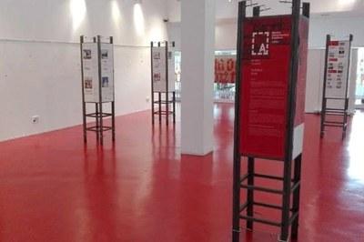 La mostra es pot visitar a la primera planta de la Biblioteca Municipal.