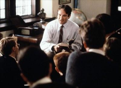 """Robin Williams a """"El club de los poetas muertos""""."""