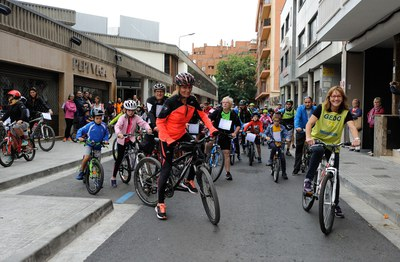 L'alcaldessa i el regidor de Comerç també han participat a la Bicicletada (foto: Localpres)