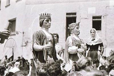Dia de l'estrena dels primers gegants rubinencs (foto de Joan Mas cedida a la Colla de Geganters de Rubí).