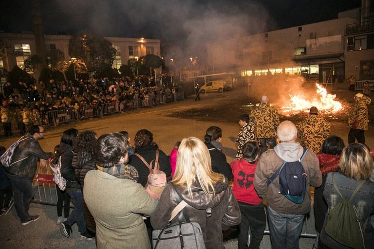 Prop d'un miler de persones han presenciat la foguera (foto: Ajuntament – Lali Puig)