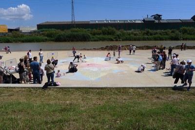 La pintada mural col·laborativa també s'ha celebrat, entre d'altres, a El Prat de Llobregat (foto: Som Aigua) .