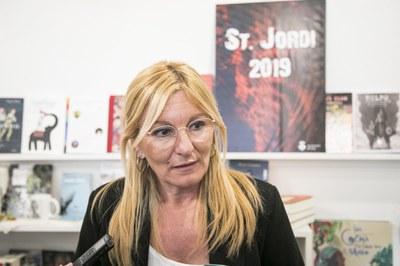 L'alcaldessa ha presentat els actes de Sant Jordi a la llibreria 'Lectors al tren' (foto: Ajuntament de Rubí – Lali Puig).