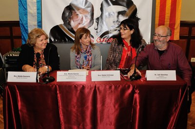 Aleida Guevara, acompanyada de la regidora Marta García, la cònsol de Cuba a Barcelona, Mabel Arteaga, i el president del Casal d'Amistat Català-Cuba de Rubí, Juli Sánchez (foto: Localpres).