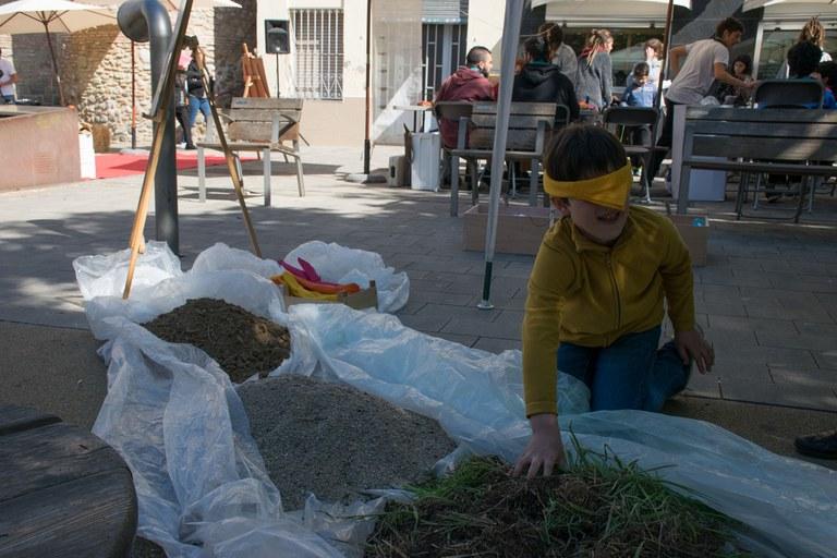 Els infants han pogut experimentar a través de l'activitat 'Toca terra' (foto: Localpres)