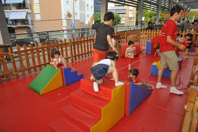 La Fira del Joc i de l'Esport al Carrer compta amb nombroses activitats lúdiques i esportives pensades pels nens i nenes (foto: Localpres).