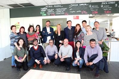 L'alcaldessa i el seu equip de govern s'han desplaçat fins a l'establiment per conèixer el projecte en primera persona (foto: Ajuntament – Lali Álvarez).