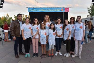 L'alcaldessa, amb els membres del Consell dels Infants i Adolescents (foto: Localpres).