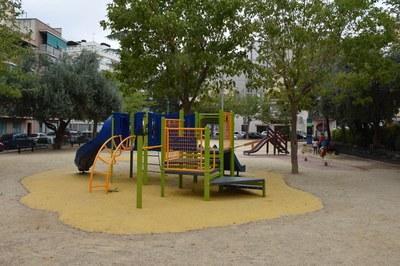 Zona de jocs a la plaça del Progrés (foto: Localpres) .