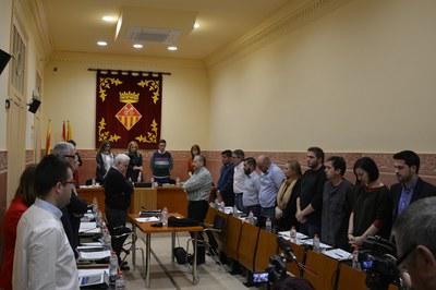 A l'inici del Ple s'ha fet un minut de silenci en record de l'Ana, de Becerreà (Lugo) i la Paqui, de València, les dues darrers víctimes de violència masclista a l'Estat.