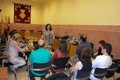 L'alcaldessa i els diferents portaveus s'han interessat per la situació laboral que viuen els treballadors de Zeta Espacial (foto: Localpres).