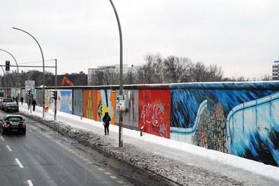 Vint-i-cinc anys després de la caiguda del mur de Berlín, al món continuen proliferant les barreres i la construcció de nous murs.