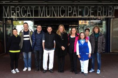 L'alcaldessa i el regidor amb la nova junta (foto: Localpres).