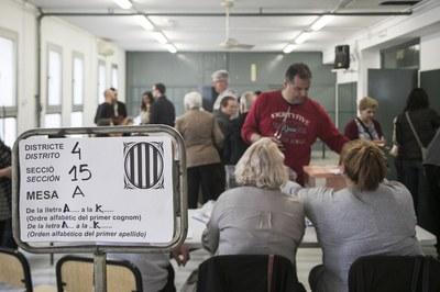 Ambient en un dels col·legis electorals (foto: Ajuntament de Rubí - Lali Puig).