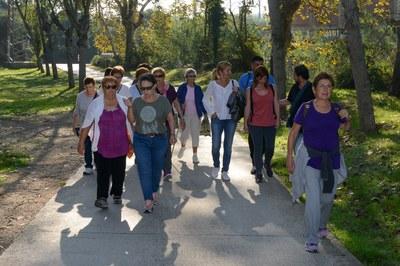Les persones participants, adreçant-se a Can Xercavins (foto: Localpres).