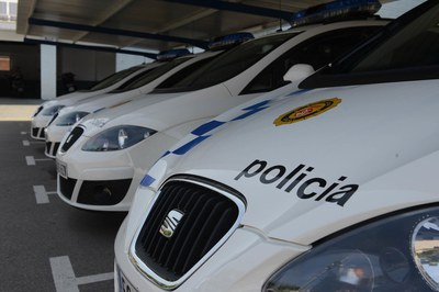 La Policia Local vetlla perquè la ciutadania compleixi les mesures dictades per les autoritats sanitàries per contenir la COVID-19 (foto: Ajuntament de Rubí - Localpres).