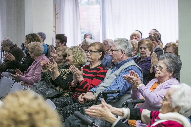 Els assistents han celebrat l'homenatge de les seves companyes (foto: Ajuntament – Lali Puig)