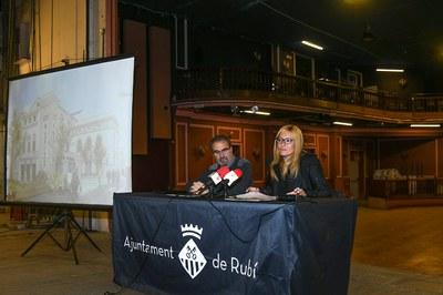 La alcaldesa y el director del Área de Servicios Territoriales, durante la rueda de prensa en el Casino (foto: Localpres).