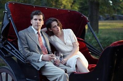 La cinta està protagonitzada per Jesse Eisenberg i Kristen Stewart.