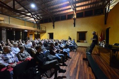 Conferència de cloenda de Ricky Dávila (foto: Localpres)
