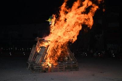 La foguera ha cremat  any més al solar de Correus (foto: Ajuntament de Rubí – Localpres).