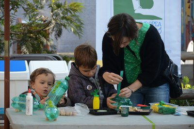 Durant la Setmana Europea de Prevenció de Residus s'han realitzat tallers per a la reutilització de residus (Foto: Localpres).
