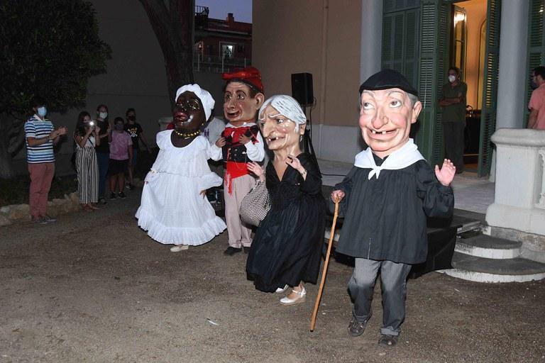 Els capgrossos, amb el seu nou vestuari (foto: Ajuntament de Rubí - Localpres)