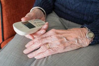 Des dels Serveis Socials municipals es fan trucades a les persones grans que viuen soles (foto: Ajuntament de Rubí - Localpres).
