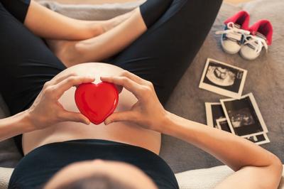 Part del cicle se centra en els canvis que experimenten les mares durant l'embaràs.