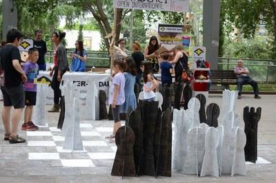 Els infants han jugat a escacs de la mà de Frater-Nadal (foto: Localpres) .