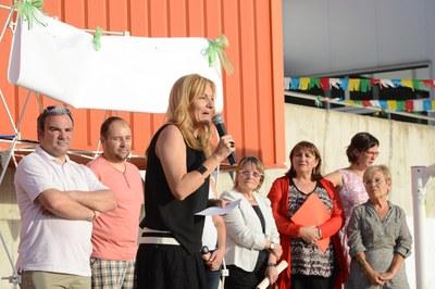 Ana María Martínez ha dirigit unes paraules als assistents a la festa del 10è aniversari de l'Escola Rivo Rubeo (foto: Localpres)