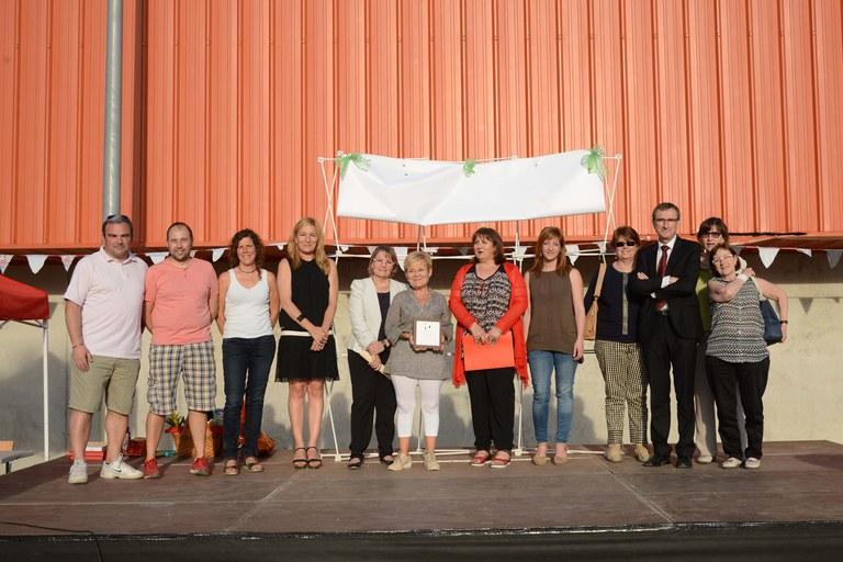 L'alcaldessa, acompanyada de la resta d'autoritats i equip docent de l'Escola Rivo Rubeo (foto: Localpres)