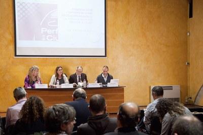 D'esquerra a dreta Enrica Bornao, Maria Mas, Gabriel Colomé i Raúl González el Pozo durant la presentació del Perfil de la Ciutat 2016 al Museu Municipal El Castell (Foto: Localpres) .