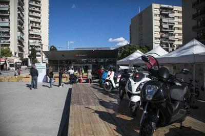 La ciutadania hi ha pogut trobar models de les principals marques de vehicles elèctrics del mercat (foto: Ajuntament de Rubí – Lali Puig)