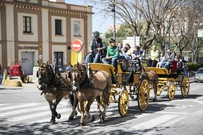 """Sant Antoni Abat ha tornat a oferir l'activitat """"Puja al carro de Sant Antoni"""" (foto: Ajuntament de Rubí – Lali Puig)"""