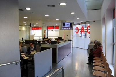 Entre el 10 i el 17 d'agost, les llistes del cens es poden consultar a l'OAC del Centre (foto: Lídia Larrosa).