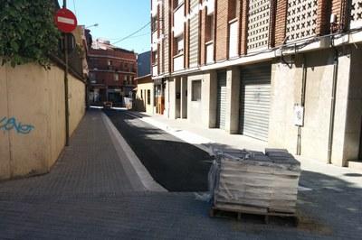 La cruïlla entre els carrers Nou, Magallanes i Sant Pere (al fons de la imatge) quedarà inhabilitada per obres durant un parell de setmanes.