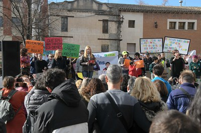 L'alcaldessa, acompanyada de representants d'entitats i serveis de l'àmbit de la diversitat funcional (foto: Ajuntament de Rubí – Localpres).