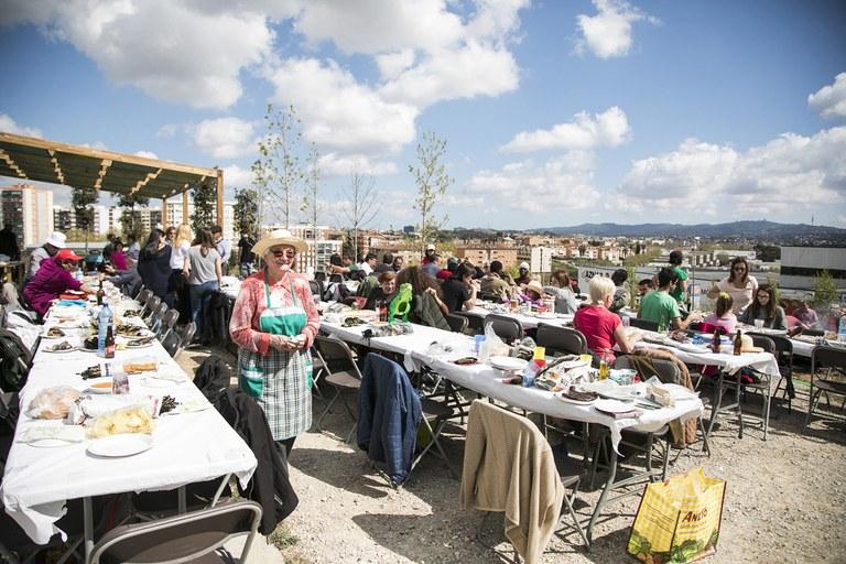 Els assistents han gaudit d'un dinar a l'aire lliure (foto: Ajuntament – Lali Puig)