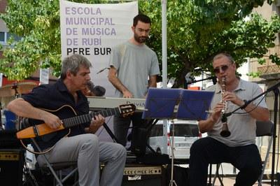 Alumnat de l'Escola Municipal de Música a la celebració del Dia de la Música (foto: Ajuntament de Rubí – Localpres).