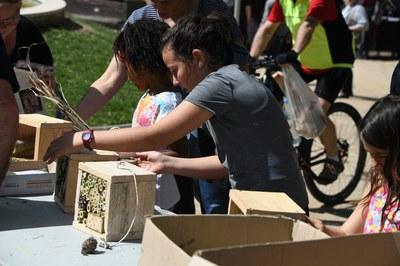 El taller de construcció d'hotels d'insectes ha estat una de les activitats més participatives (foto: Localpres)