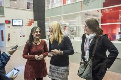 L'alcaldessa i la regidora de Polítiques d'Igualtat han acompanyat a Clemente en la presentació del seu nou llibre (foto: Cesar Font)